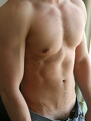 Jock shows his sexy ripped body