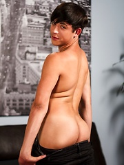 Cute and wholesome twink Jamie Sanders stars in this incredibly hot LIVE show